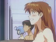 La invasión del ángel Asuka Langley avergonzada