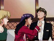 NGE 15 Misato y la corbata de Kaji