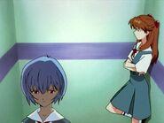 Escena del ascensor Rei y Asuka