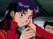 Katsuragi Misato escuchando a Asuka Langley