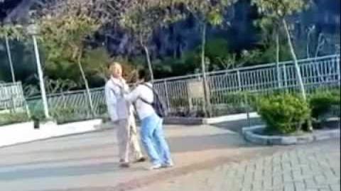 中英字幕 (推上報) 中學生公園上禮對晨運婆婆公公