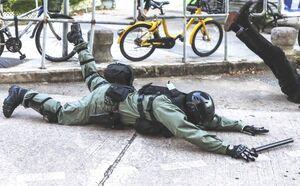 逃犯條例 警察跌低 原圖