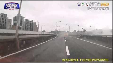 〈獨家〉復興客機墜河/高架橋上目擊民航機墜河畫面