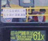SE692在將退役巴士車頭展示無厘頭標語2