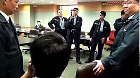 香港中西區區議會,獨裁閉門審議分肥,泛民區議員遭警抬走!!!