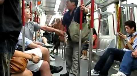 請先讓乘客下車
