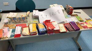 「香港自由之書」成功收集禮券、餅卡,餐券、超市禮券和已充值的八達通