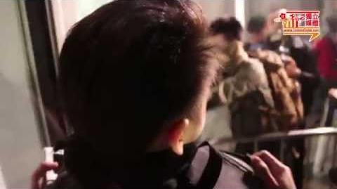 【影像報導】示威者暴力衝擊立法會 玻璃門被鐵馬撞碎