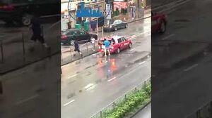 荃灣的士接送武器供藍衣人拎鐵通追打黑衣人!
