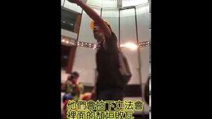 除口罩勇士梁繼平(港大政治學與法學雙學位)在七月一日衝入立法會會議廳的當日演說:如果撤離就會變成TVB口中暴徒