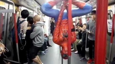 香港蜘蛛俠現身於港鐵荃灣線