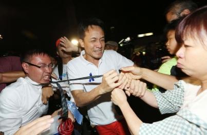 雨傘革命之藍絲集會記者遇襲