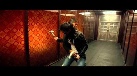 The_Raid_2_Rama_Vs._Hammer_Girl_&_Baseball_Bat_Man_Fight_Scene_HD-0
