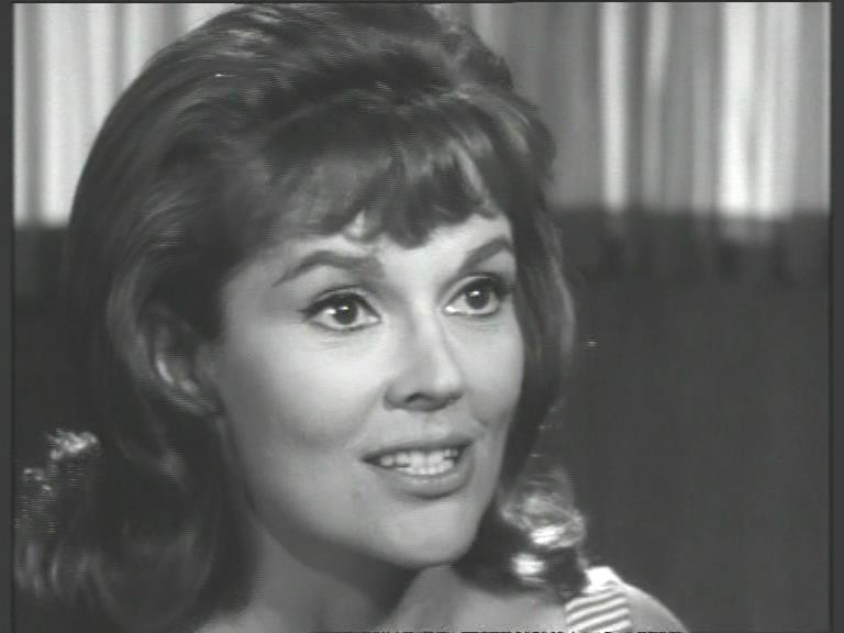 Maggie Lynch (Honey West)