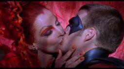 Ivy.Kisses.Robin