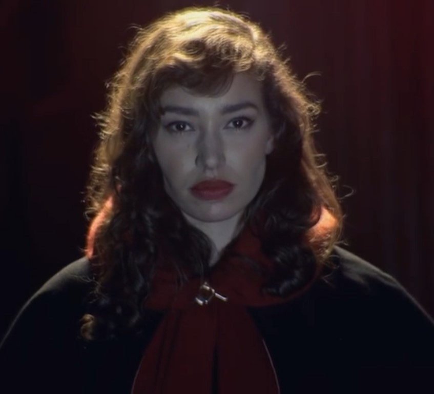 Brunette Red Riding Hood (Mystica)