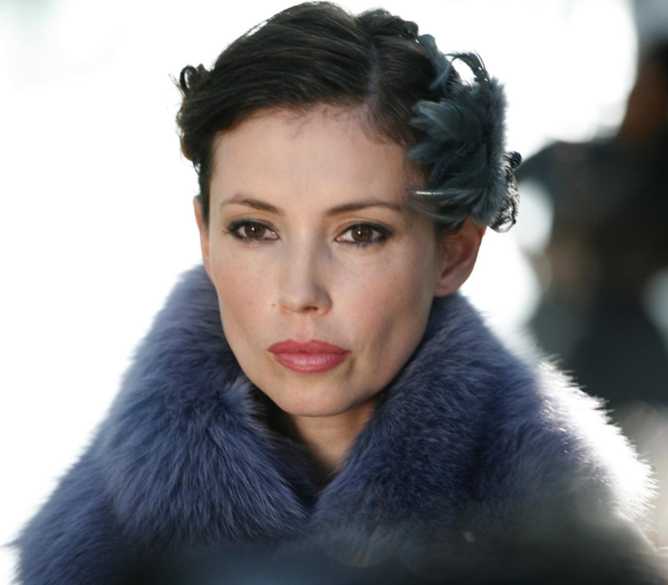 Queen Gwendolyn (Grimm's Snow White)