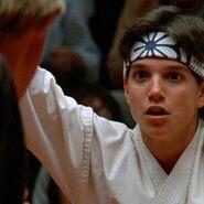 The-karate-kid-charlie-sheen-sean-penn-ralph-macchio-retroscena-cult-v3-451980-900x900