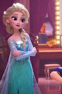 Elsa standing 2018