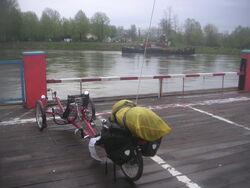 Greenspeed Tandem auf Rheinfaehre