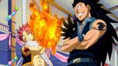 Natsu und gajeel stehen laxus gegenüber
