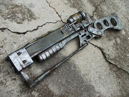 Ausir-fduser/Impressive Fallout 3 laser rifle replica