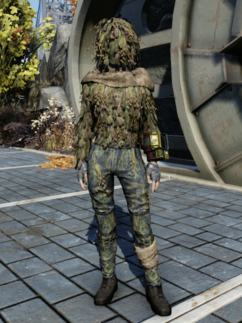 FO76WL Ghillie Suit Female.png