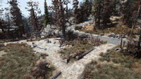 FO76 Middle Mountain Cabins (yard)