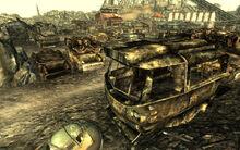 FO3 City Liner scrapyard 02