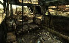 FO3 City Liner scrapyard 01