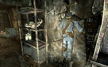 FO3 Megaton Craterside Supply armored jumpsuit