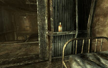 FO3 Whiskey in Harden Simms' room