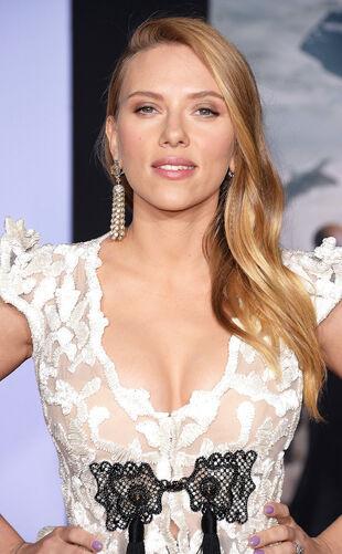 Rs 634x1024-140313201621-634.Scarlett-Johansson-Captain-America-Pregnant-Cleavage.ms.031314.jpg