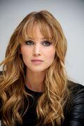Jennifer-Lawrence-–-Elle-Magazine-Photoshoot-December-2012-5