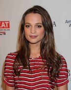 Alicia-vikander-2016-bafta-los-angeles-awards-season-tea-7