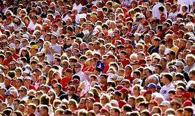 Crowd-702052.jpg