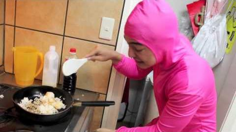 PINK_GUY_COOKS_FRIED_RICE_AND_RAPS