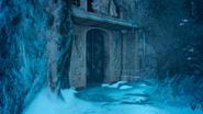 Greyshire-Glacial-Grotto-Tomb-Entrance-FFXV
