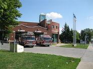 800px-Service des incendies - caserne 3 - Laval