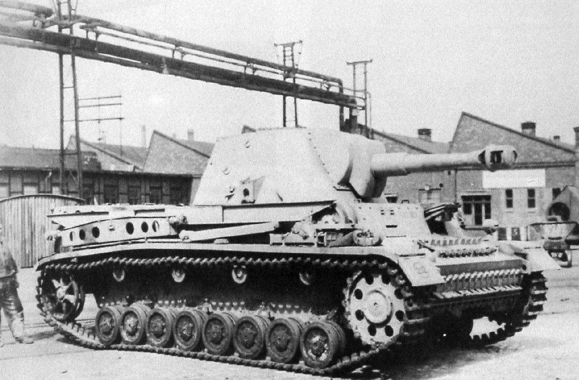 10,5cm leFH 18/6 auf Geschützwagen III/IV