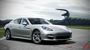 Porsche Panamera Turbo in Forza Motorsport 4