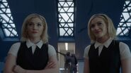 TG-Caps-2x03-CoMplications-115-Sophie-Phoebe