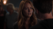 TG-Caps-1x05-boXed-in-43-Caitlin