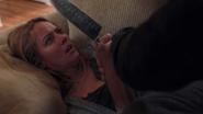 TG-Caps-1x03-eXodus-90-Caitlin-knife