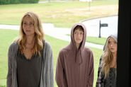 TG-Promo-1x03-eXodus-06-Caitlin-Andy-Lauren