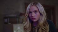 TG-Caps-1x02-rX-33-Lauren