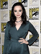 San-Diego-Comic-Con-2018-08-Emma-Dumont