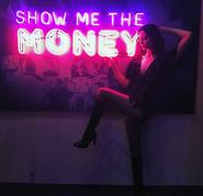 SDCC Comic Con 2017 - Emma Dumont 'show me the money'