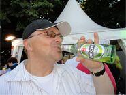 Nobbi mit Flasche2