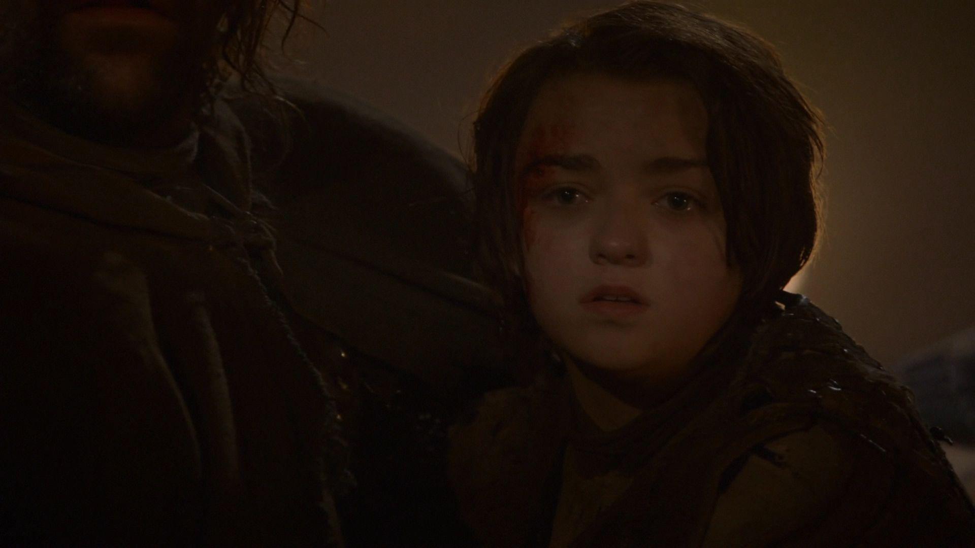 Arya voit le cadavre de son frère humilié.jpg